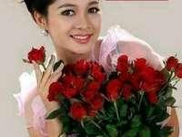 Rose rosse - Regina dei fiori rose. Signora felice con le rose.