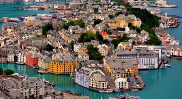 Port town - colorful jigsaw puzzle