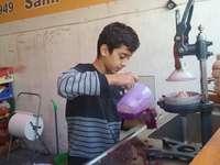 prodejce šťávy z granátového jablka