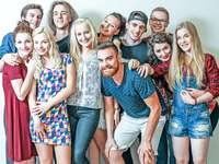 Serie: 19 + - beliebte Serie von Teenagern beobachtet