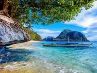 Flerskrovsbåt - katamaran, tropiker, strand, klippor