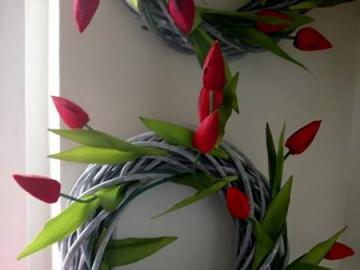 fiori - la natura stessa - coroncina decorativa sul muro