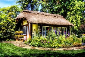 Thatched cottage. - Thatched cottage.