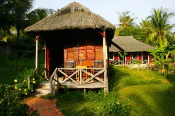 Straw houses in Vietnam. - Cottages for straw in Vietnam.