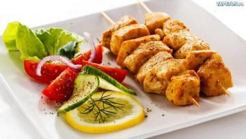 spożywka - chicken shish kebabs and vegetables