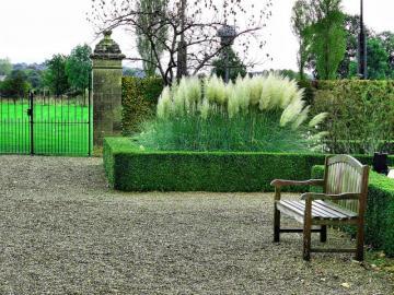 Een bankje in het park. - Saint Gerlach Park in Nederland.