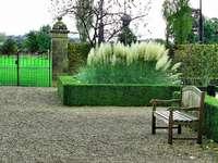 Banco en el parque. - Parque Saint Gerlach en los Países Bajos.