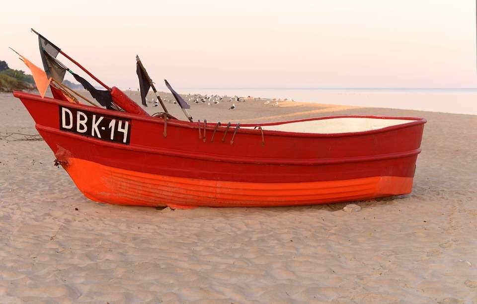 Cutter sur la plage.