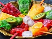 fruit ijs - Fruit ijs gerangschikt op een pate
