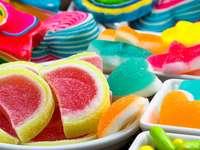 snoepgoed - kleurrijke gelei in een kom