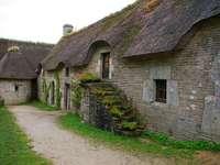 Каменна къща в провинцията.
