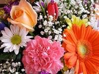 Květiny, čajová růže - Květiny, gerbery, jiné barevné. Čajová růže.