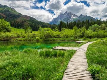 Jezioro w Słowenii. - Jezioro górskie w Słowenii.