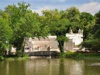 Πάρκο στο Łazienki. - Θέατρο πάνω στο νερό στο Łazienki Warszawskie.