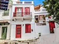 Una strada in Grecia. - Una strada sulla Skopelos greca.