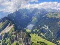 Изглед към планината - Красива гледка към планинската верига.