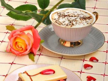 Coffee, cake. - Coffee, cake, hearts.