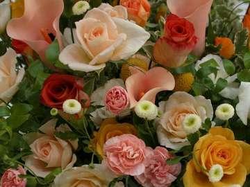 Kwiatuszki,róża herbaciana - Przepiękny bukiet z różnorodnych kwiatów. Wsród nich jest róża herbaciana.