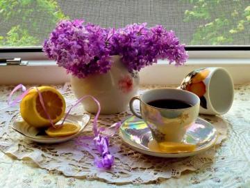 Herbatka z cytryną - Herbatka w filiżance z cytryną.