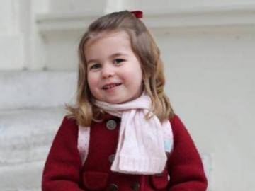 piccola principessa - piccola principessa di fronte a scuola