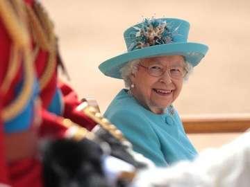 regina Elisabetta - La regina Elisabetta in blu
