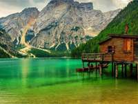 A beautiful landscape - The landscapes are beautiful. Green and water.