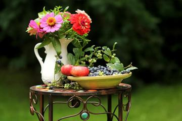 flowers c.d - there are fruits and fruits on the table.The best puzzle zone with flowers.