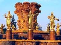 Zlaté sochy - barevné skládačky