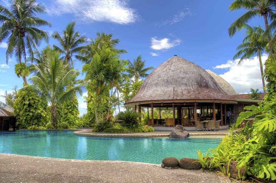 Restaurant lângă piscină.
