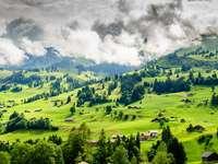 Bergigt landskap av Schweiz.