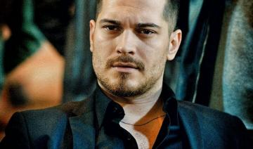 Icerde actor - The Icerde series tells the story of two brothers, Sarpa (Çağatay Ulusoy) and Umuta Yilmaza (Aras
