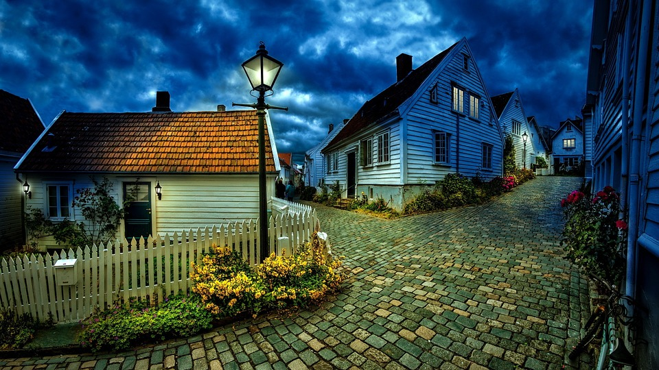 Evening over the town - Cobbled streets. A small town with wonderful streets (12×10)