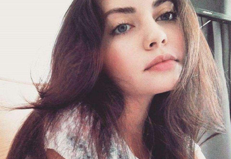 Όμορφο κορίτσι - Ένα πολύ όμορφο κορίτσι (15×15)