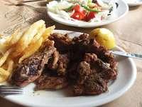 Πρόβειο κρέας για δείπνο - Νόστιμο πρόβειο κρέας για δείπνο.