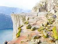 Cliff. - Falaise sur le fjord norvégien.