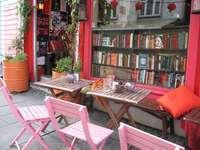 Avant la librairie. - Devant une librairie à Stavanger. Norvège.