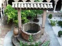 Stara kamienna studnia.