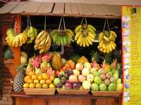 Σταθμός φρούτων. - Πολύχρωμο στάβλο φρούτων.