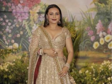 Rani Mukherjee - Le duele el atuendo tradicional indio en la gala.