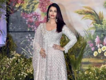 Aishwarya Rai - Aishwarya en un traje tradicional indio en la gala.