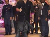 Arjun Kapoor - Όμορφος Arjun στο γκαλά.
