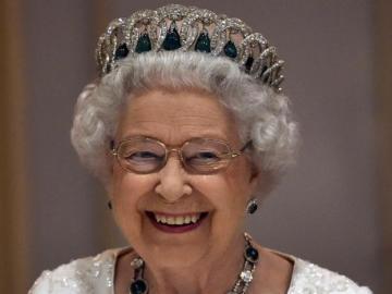 signore del trono - regina sorridente