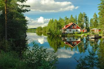 A house by the lake. - A house by the lake in Sweden.