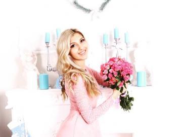 moda i uroda - dziewczyna z kwiatami