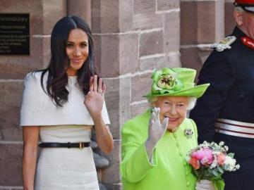 famiglia reale - la famiglia reale ci saluta