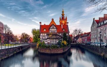 Houses by the canal in Gdansk. - Houses on the Radunia canal in Gdansk.