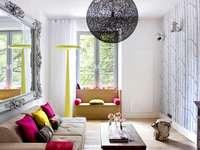Vardagsrum med spegel