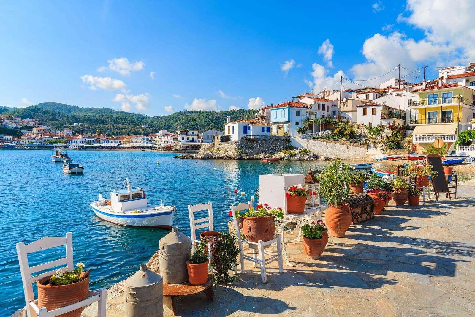 A vízparton, Görögországban - Kilátás. Görög sziget. Virágok a vízparton, Görögországban. Kilátás............... M (10×10)