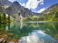 Tatra  - Horské jezero v Tatrách.