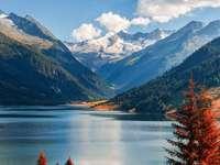 Kilátás a hegyekre - Ezek a hegyek? és egy tó, amely úgy néz ki, mint egy tengeri szem